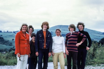 Joan Blasdale, Christopher Blasdale, Betty Blasdale, Peter Blasdale, Stephen Blasdale on way to Helensburgh