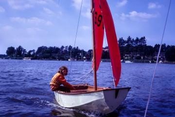 Lizzie sailing a mirror