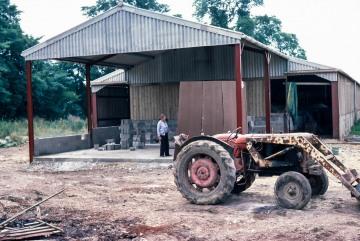 Lodge Farm, Gisslingham. Building the pig store. Tony Gawthrop.
