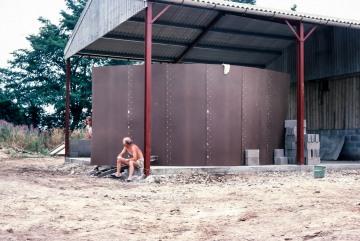 Lodge Farm, Gisslingham. Building the pig store. Mike Blasdale
